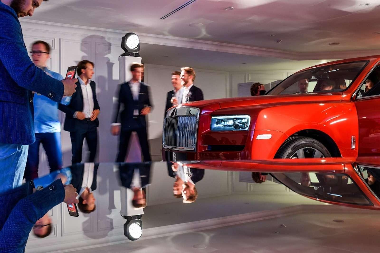 Кто дороже? Rolls-Royce привез вРоссию кроссовер за25миллионов— фото 874785