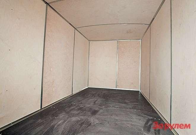 Пол, стенки ипотолок промтоварного кузова обшиты листами фанеры
