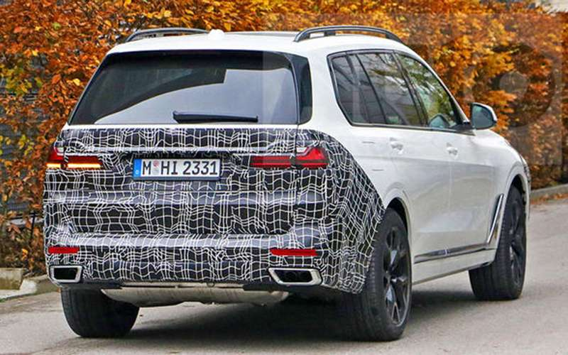 BMW X7готовится крестайлингу