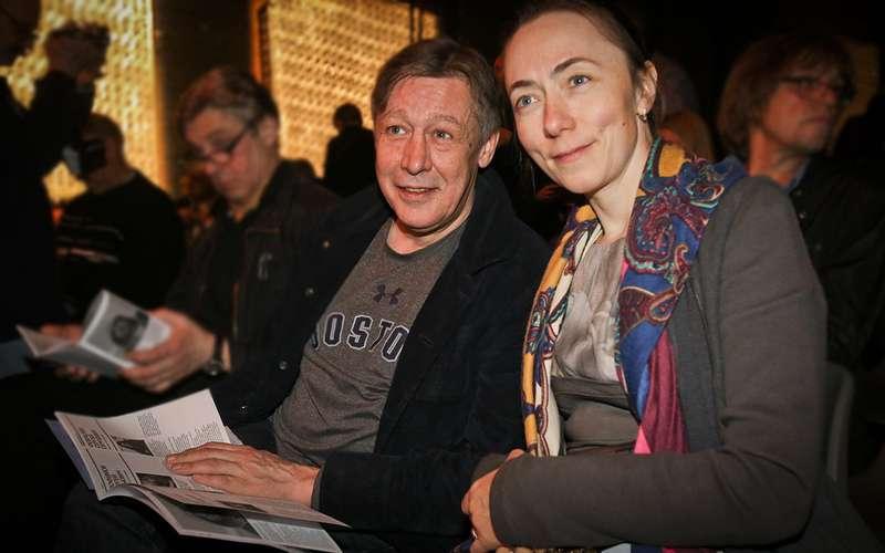 Жена Ефремова отсудила компенсацию замашину