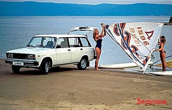 Старт ВАЗ-2104— универсал набазе 2107. Семимиллионный автомобиль— ВАЗ-2107. Окончание производства ВАЗ-2103, изготовлено 1304866 экз.