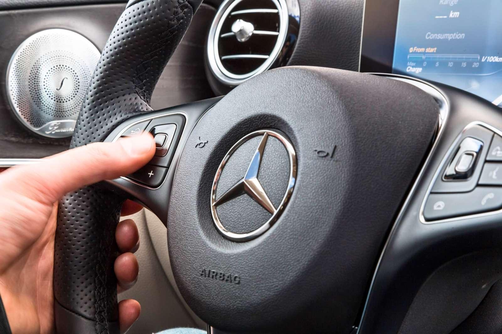 Новый  Mercedes-Benz E-класса: сравниваем версии— фото 570040