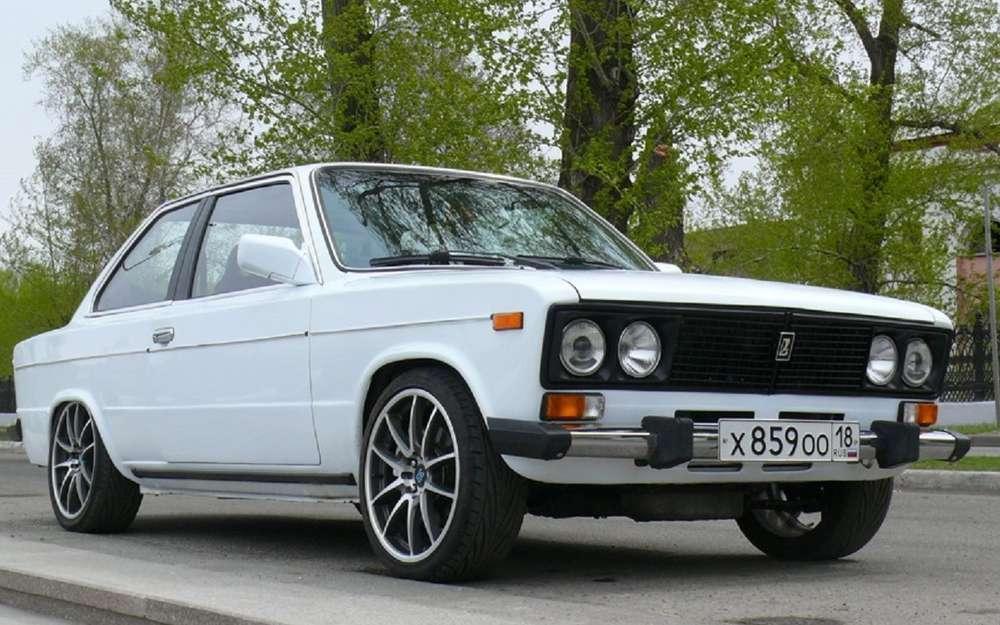 Дерзкий ВАЗ-2106: купе смотором V8