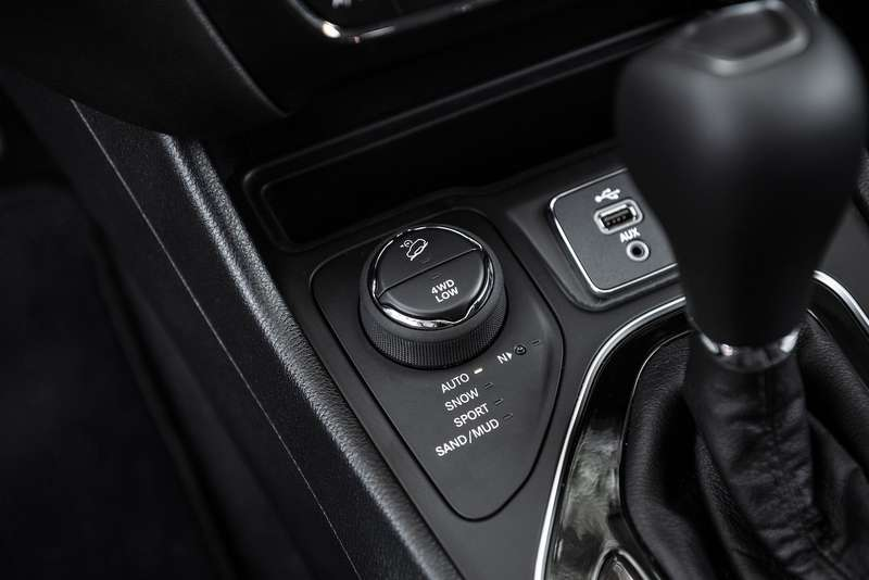 Jeep Cherokee 2019: обновка в помощь