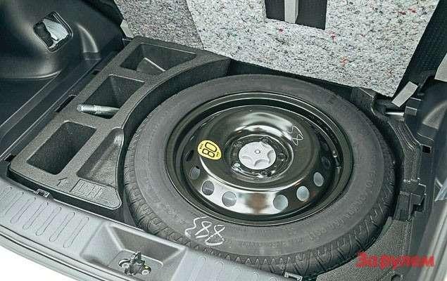 Все«джуки» получили малоразмерное запасное колесо.