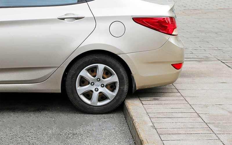 Какзаехать набордюр, чтобы неповредить машину?