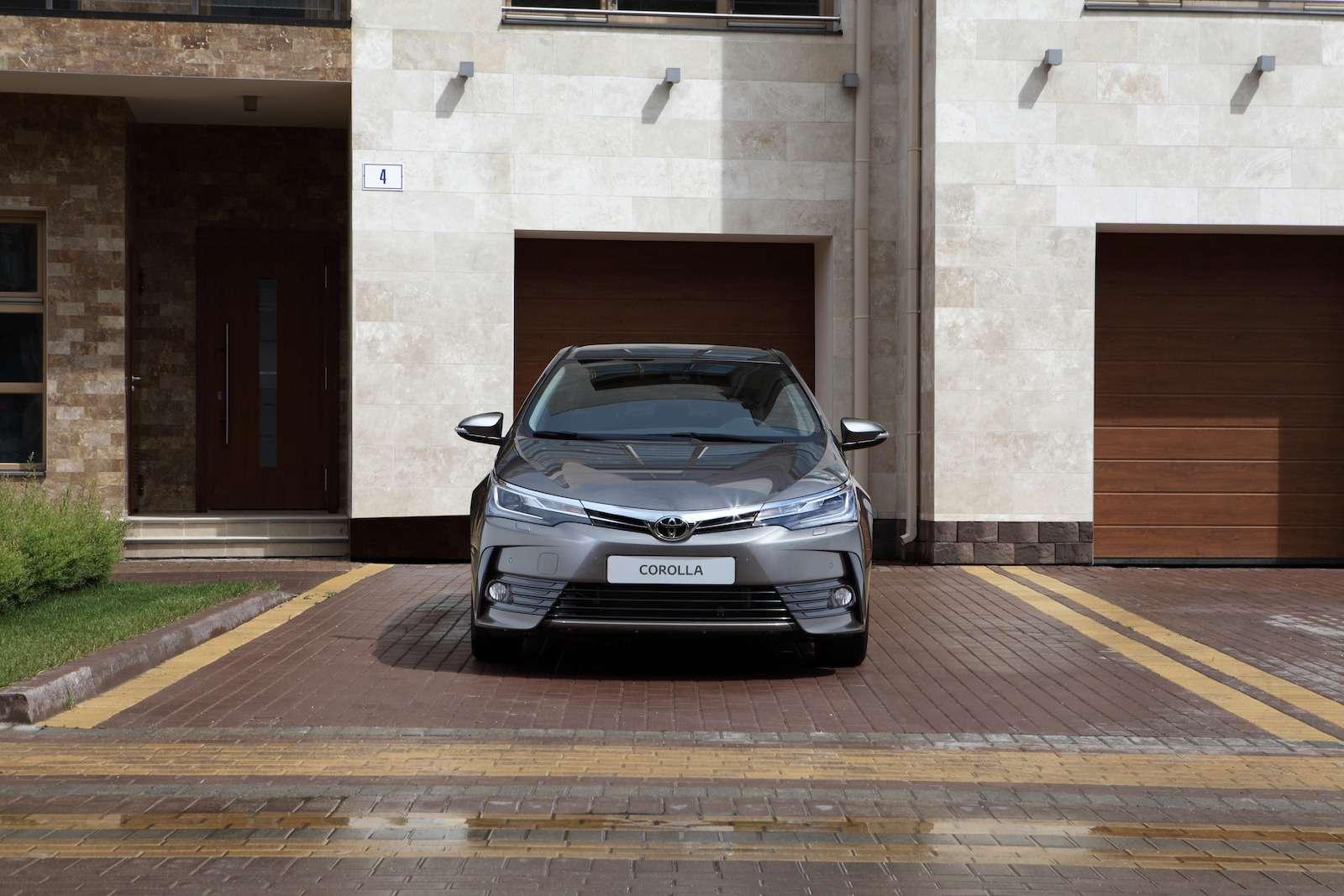 Toyota представила обновленный седан Corolla— фото 599047