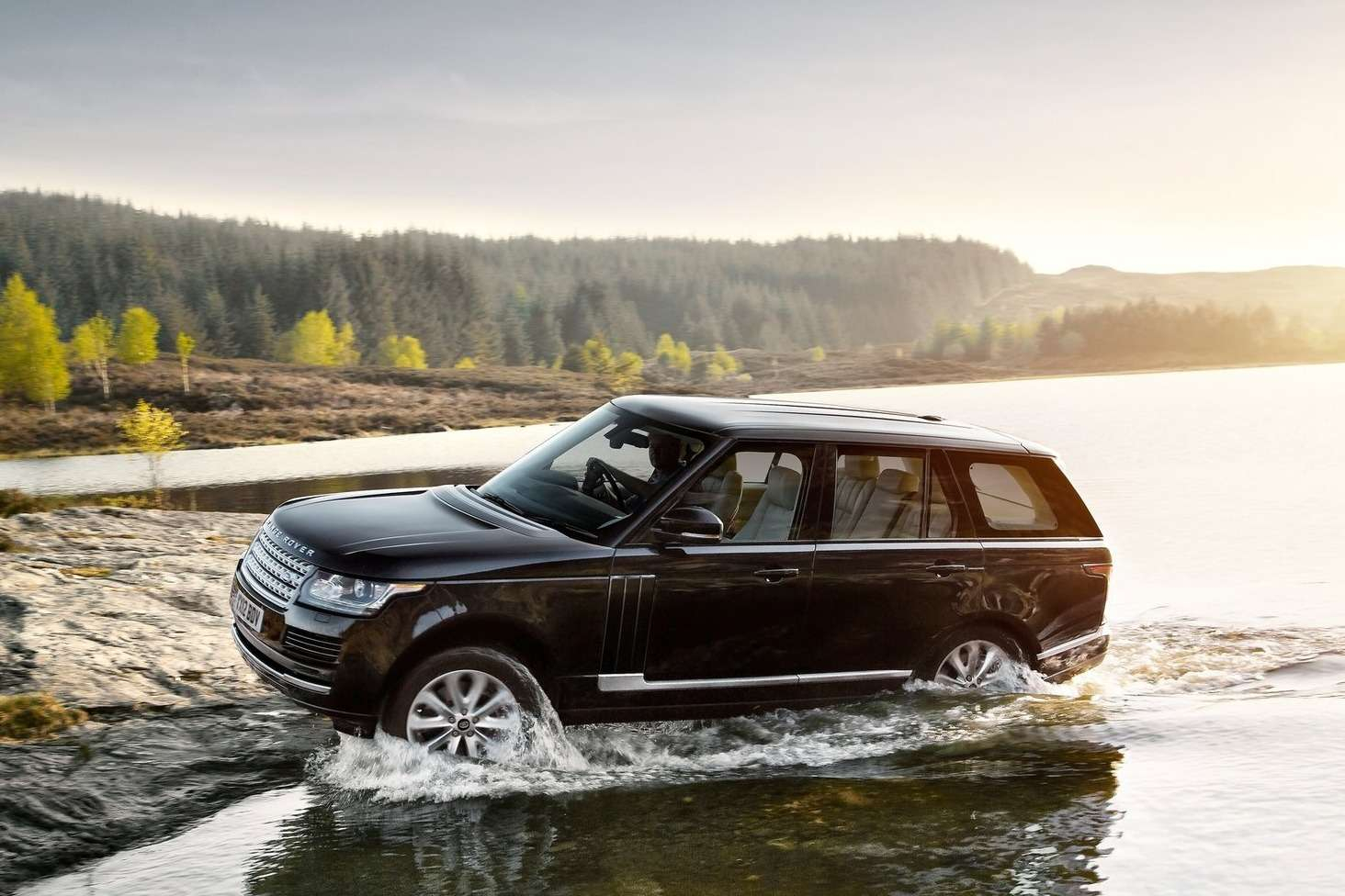 NewLand Rover Range Rover side-front view_no_copyright