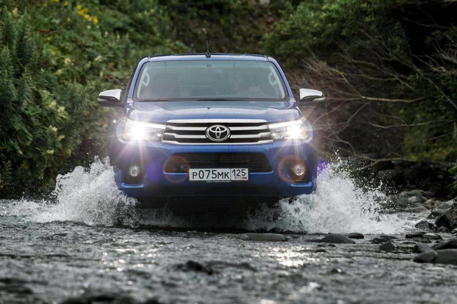 Toyota начала продажи нового поколения пикапа Hilux вРоссии— фото 388057