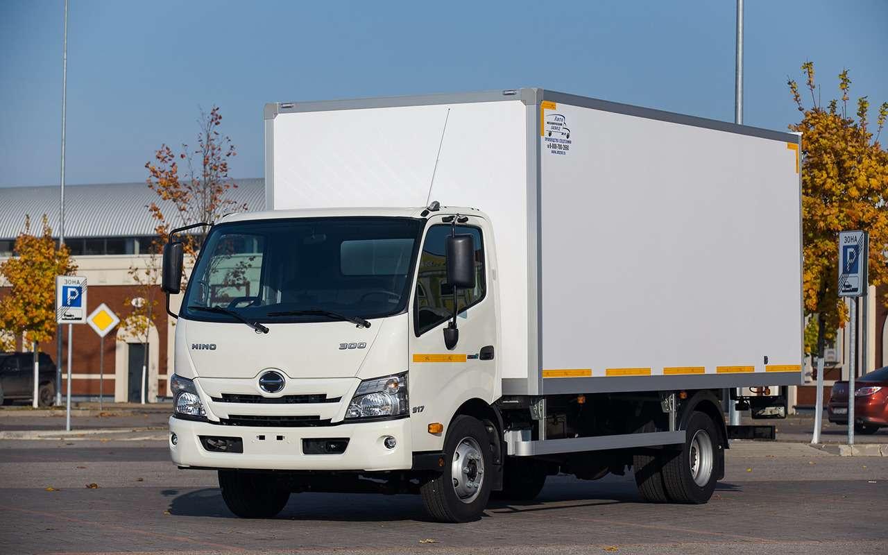 HINO 300: лучший среднетоннажный грузовик года наCOMTRANS 2021— фото 1276361