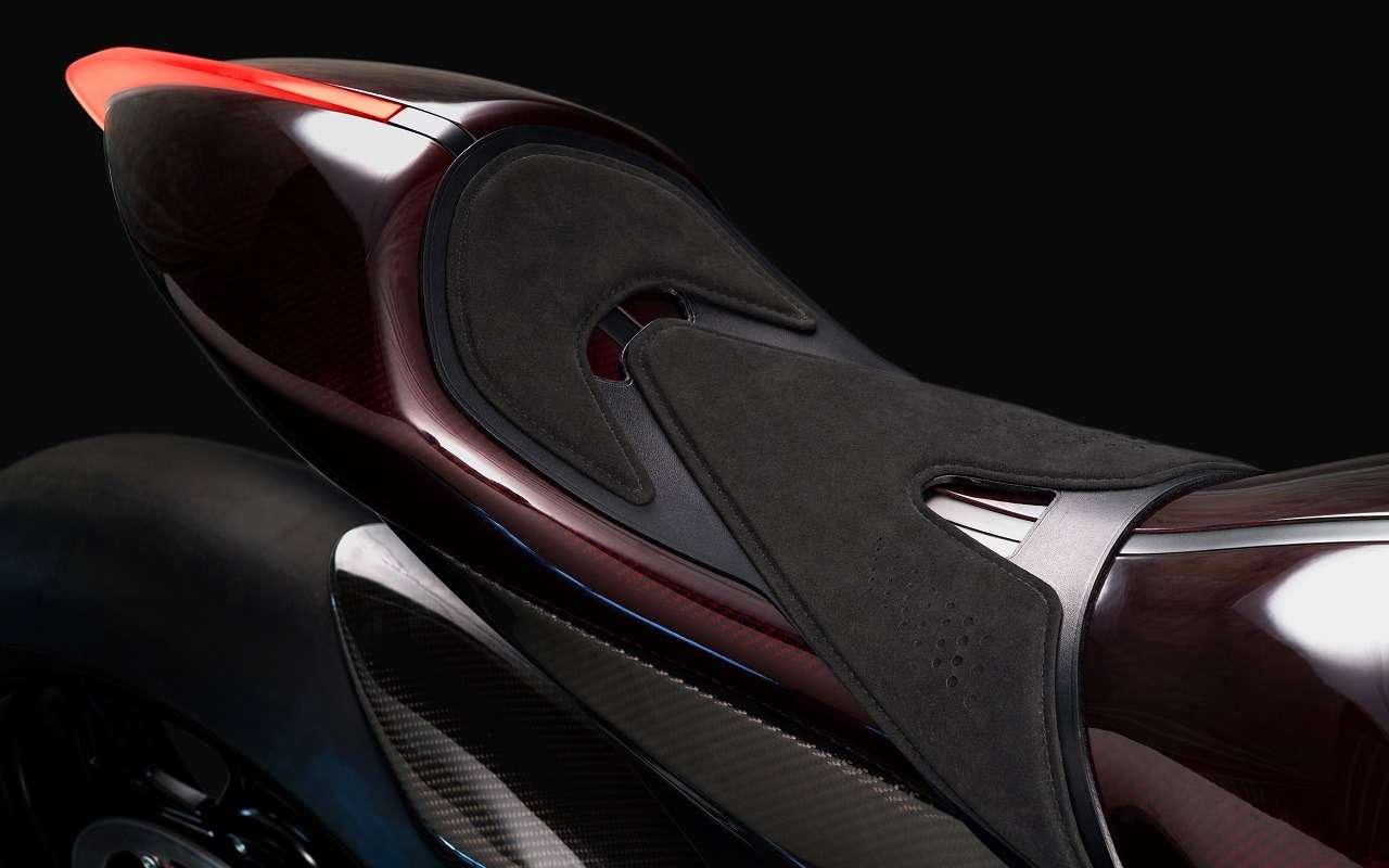 Aston Martin тестирует 180-сильный спортбайк— фото 1142205