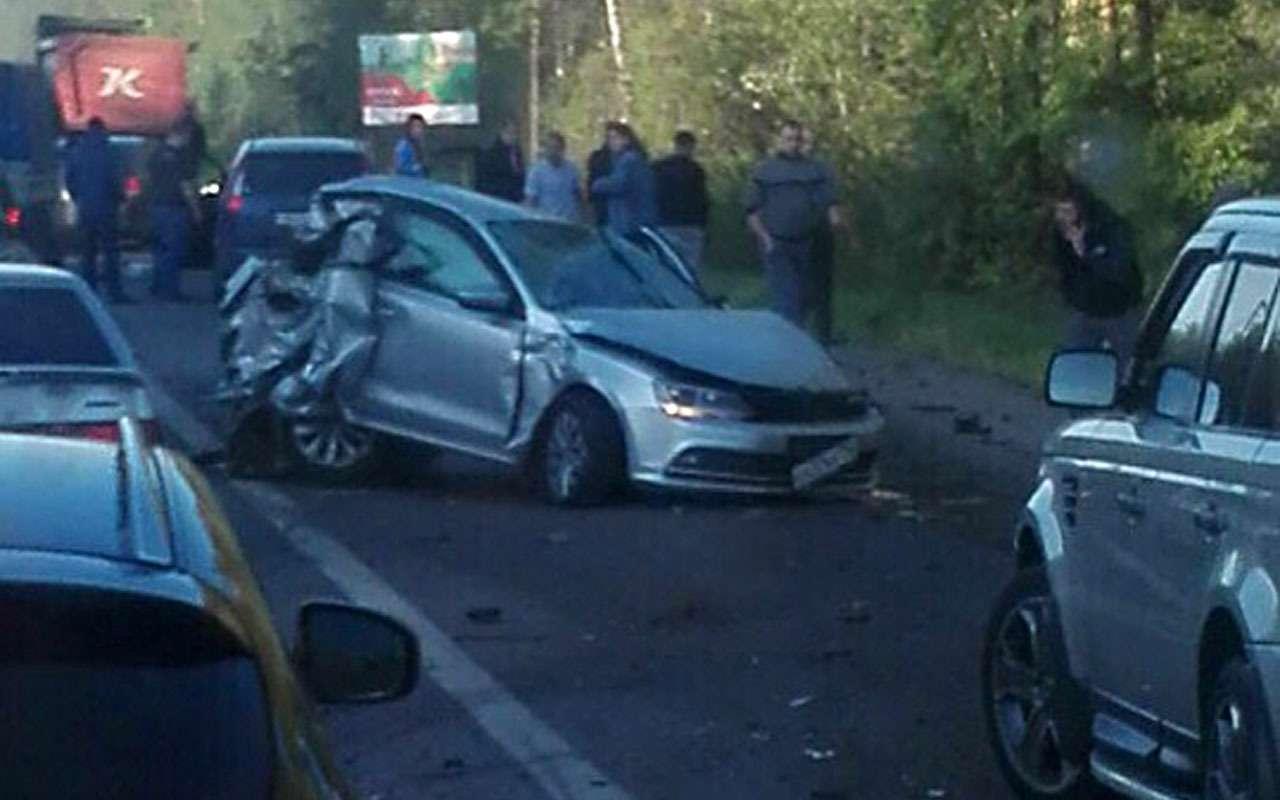 КАМАЗ навстречке спровоцировал аварию 7автомобилей— фото 975240