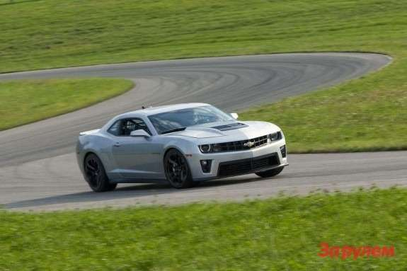 Chevrolet Camaro ZL1 side-front view