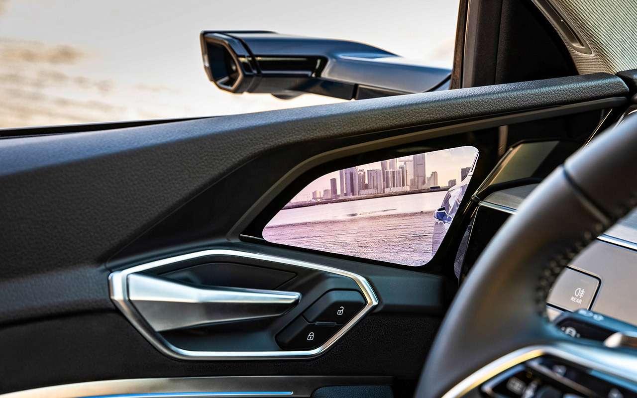 Электрокроссовер Audi e-tron: тест впесках Абу-Даби— фото 973069