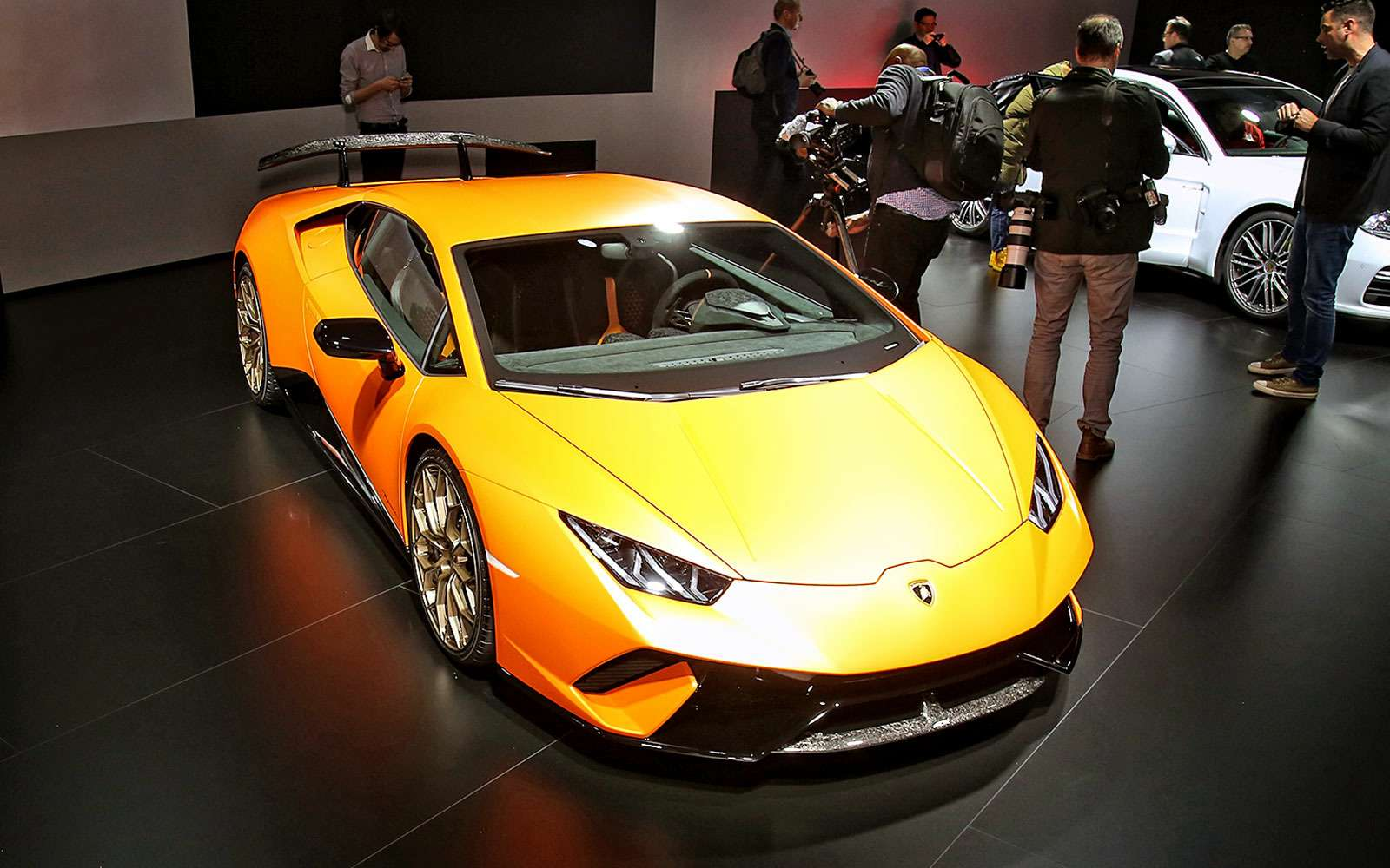 Тайны чемпиона: Lamborghini представила суперкар Huracan Performante— фото 717333