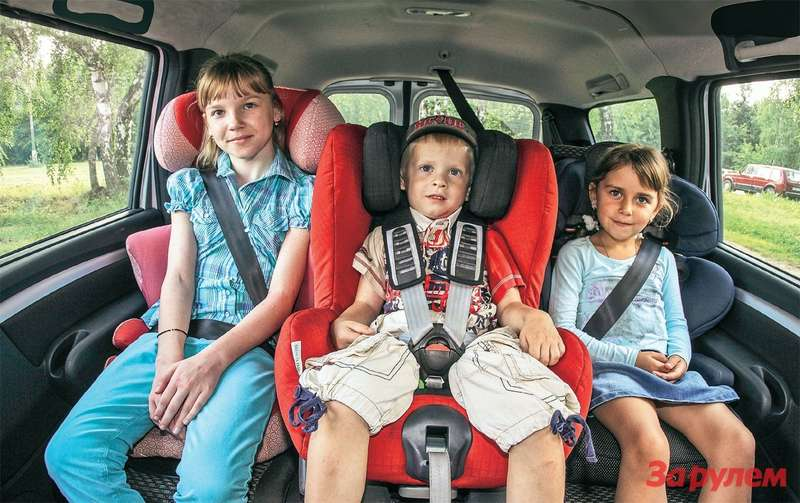 Сколько разрешено в машине детских кресел с взади