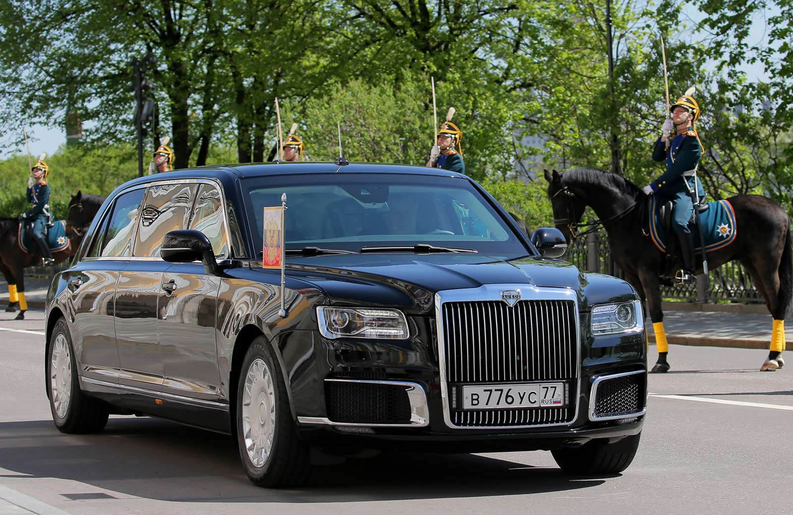«Кортеж»: первые фото президентского лимузина - фото 868454