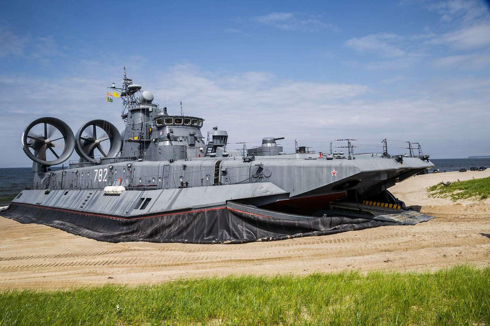 Малый десантный корабль Зубр: самый большой навоздушной подушке— фото 612047