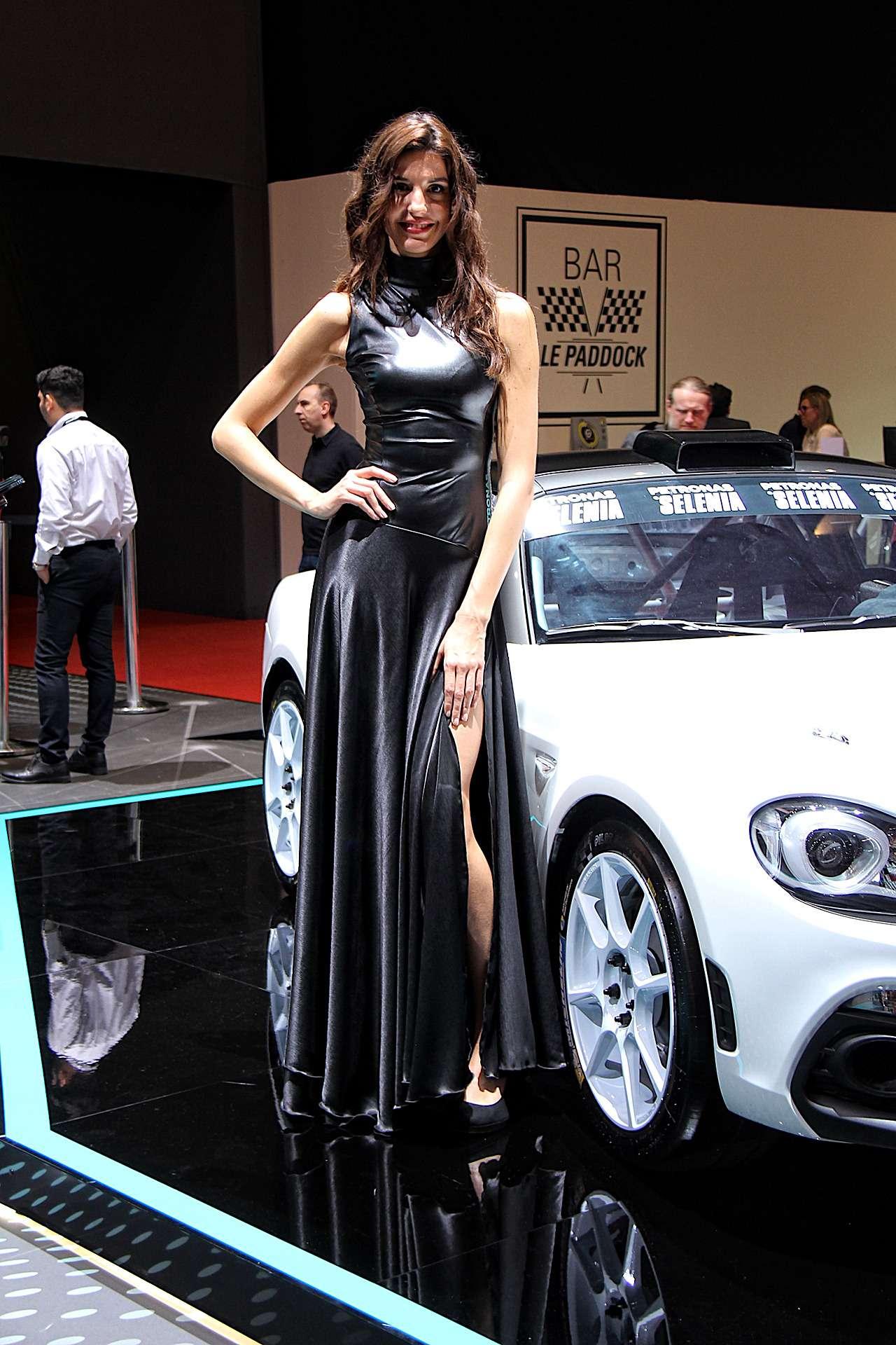 Самые красивые девушки Женевского автосалона— фото 851217