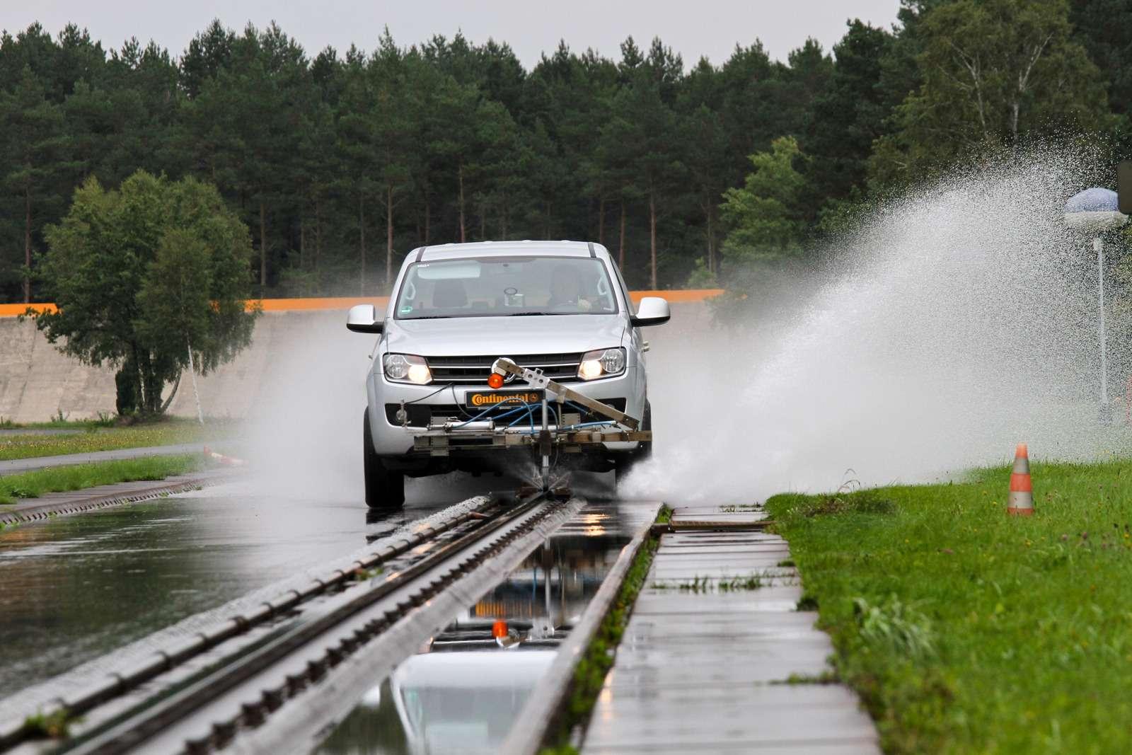 Летние шины длякроссоверов 235/65R17: испытываем наполигонах Европы иСША— фото 587941