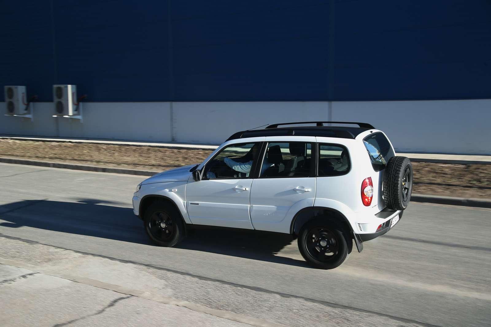 Черно-белая Chevrolet Niva спешит кдилерам (ОБНОВЛЕНО)— фото 668754
