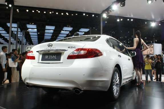 Infiniti M35hL side-rear view