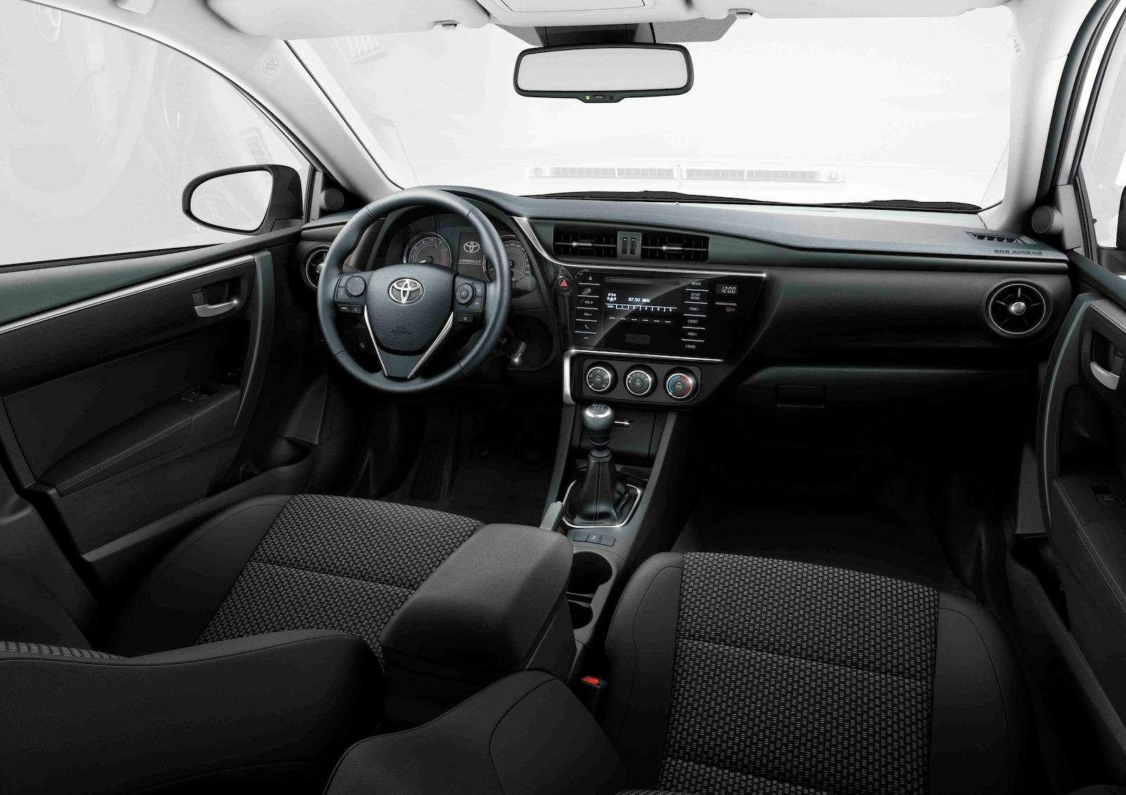 Toyota представила обновленный седан Corolla— фото 599033