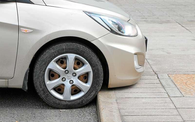 Какзаехать набордюр, чтобы не повредить машину?