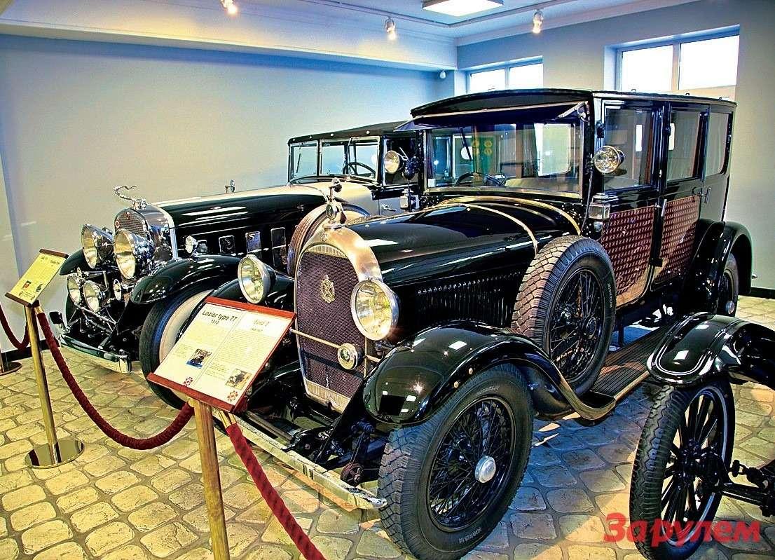 Французский «Гочкисс-АМ4» с2,5-литровым 52-сильным мотором. С1926по 1932год построили 7852 экземпляра. Назаднем плане «Кадиллак-V16».