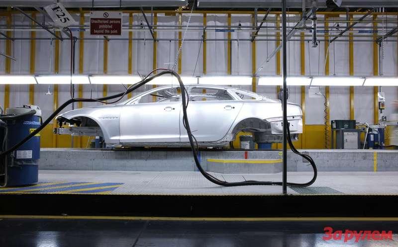 Кузов Jaguar XJперед монтажем интерьера