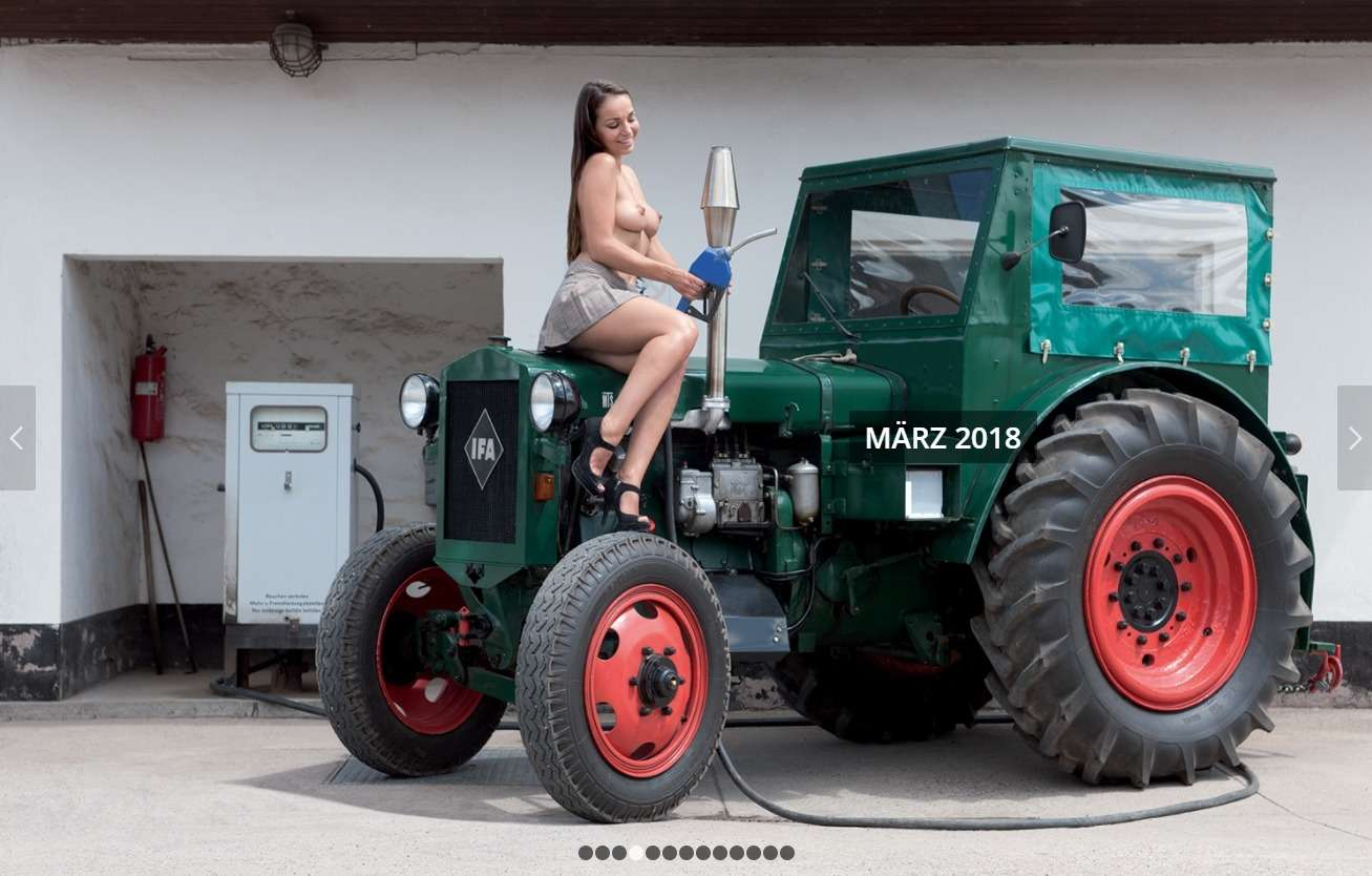 После пахоты: германские трактористки разделись к Новому году - фото 805956