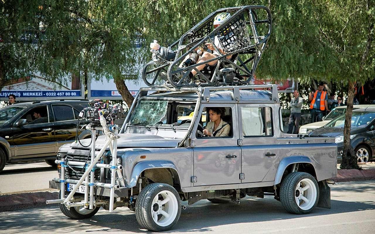 Land Rover Defender вкинофильме Skyfall