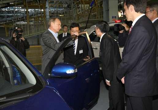 Представитель Hyundai показал  Владимиру Путину новый вариант Cerato