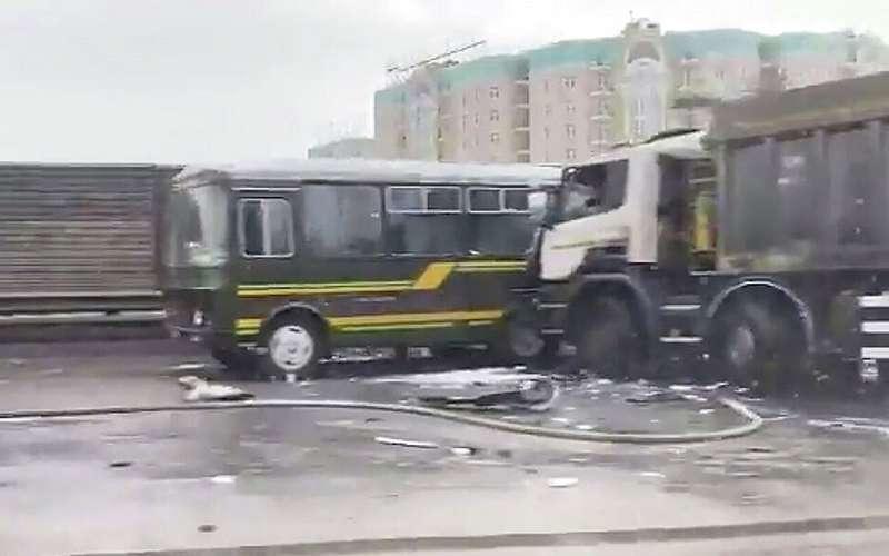 Четверо военных водителей погибли вДТП ссамосвалом