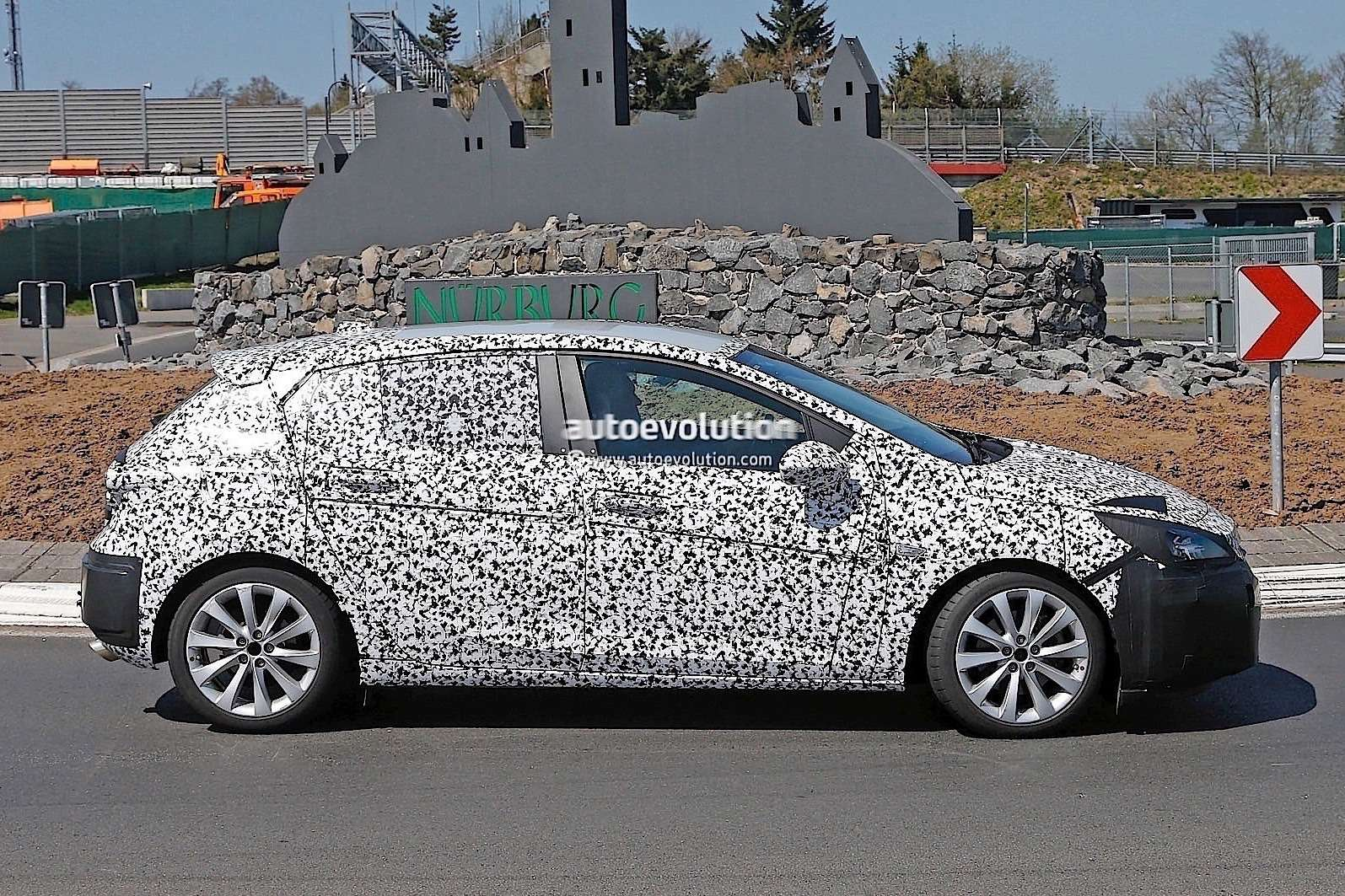 sportier-2016-opel-astra-gsi-spied-could-rival-focus-st-and-golf-gti-photo-gallery_4