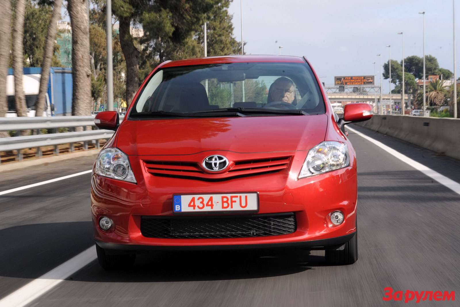 2010-Toyota-Auris2
