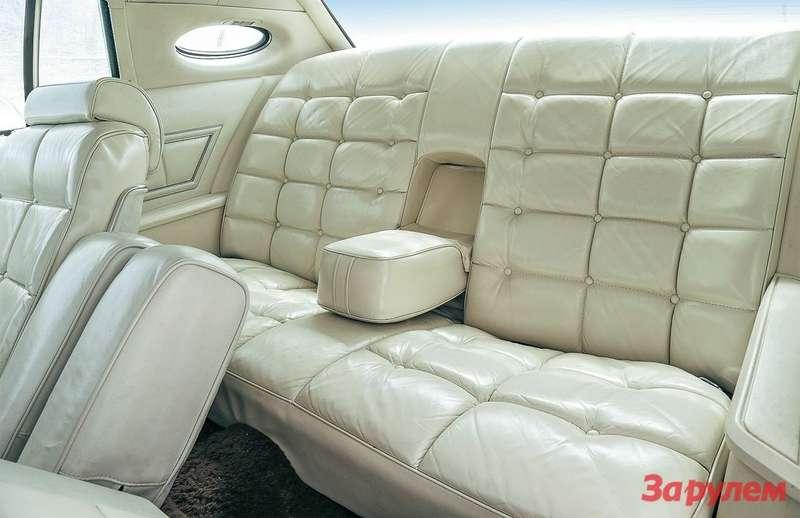 Задний диван вдвухдверном автомобиле предназначен не дляглавного его обитателя— водителя. Нопассажиры вобиде неостанутся.