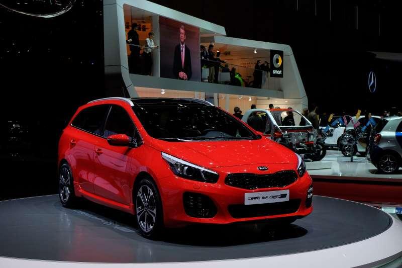 Дляевропейских покупателей вЖеневу Kia также привезла обновленную линейку модели Cee'd GTLine