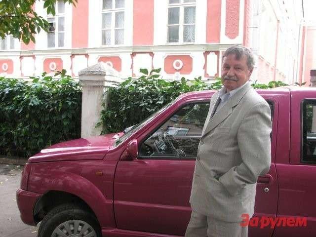 """Автомобиль """"Мишка"""". Ген. директор МТМ Леонид Загорский."""