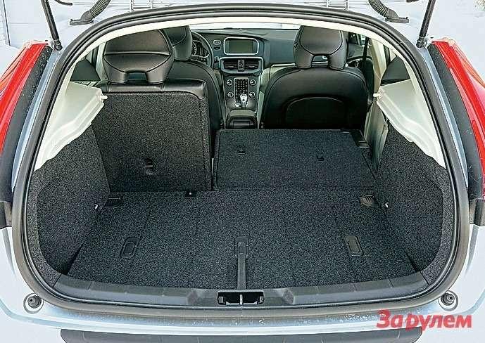 Багажник «Вольво» самый скромный— намерили всего 228л. Ноесли заказать машину без запаски, литраж существенно увеличится.