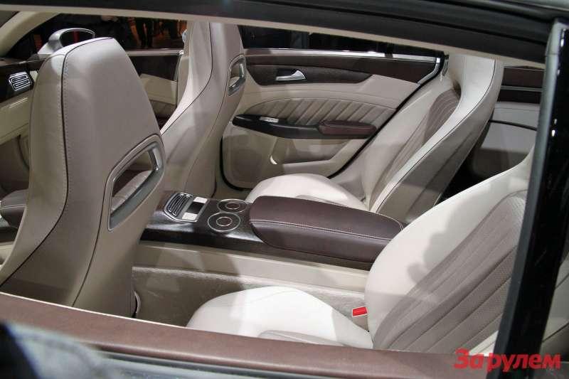 Mercedes-Benz_2