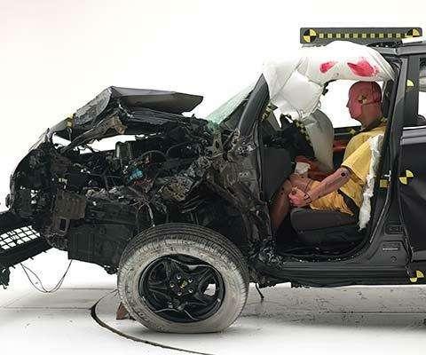 Toyota RAV4 реабилитировался вкраш-тесте смалым перекрытием