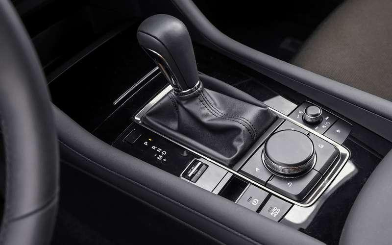Новая Mazda 3, VWGolf иKia Ceed: большой тест