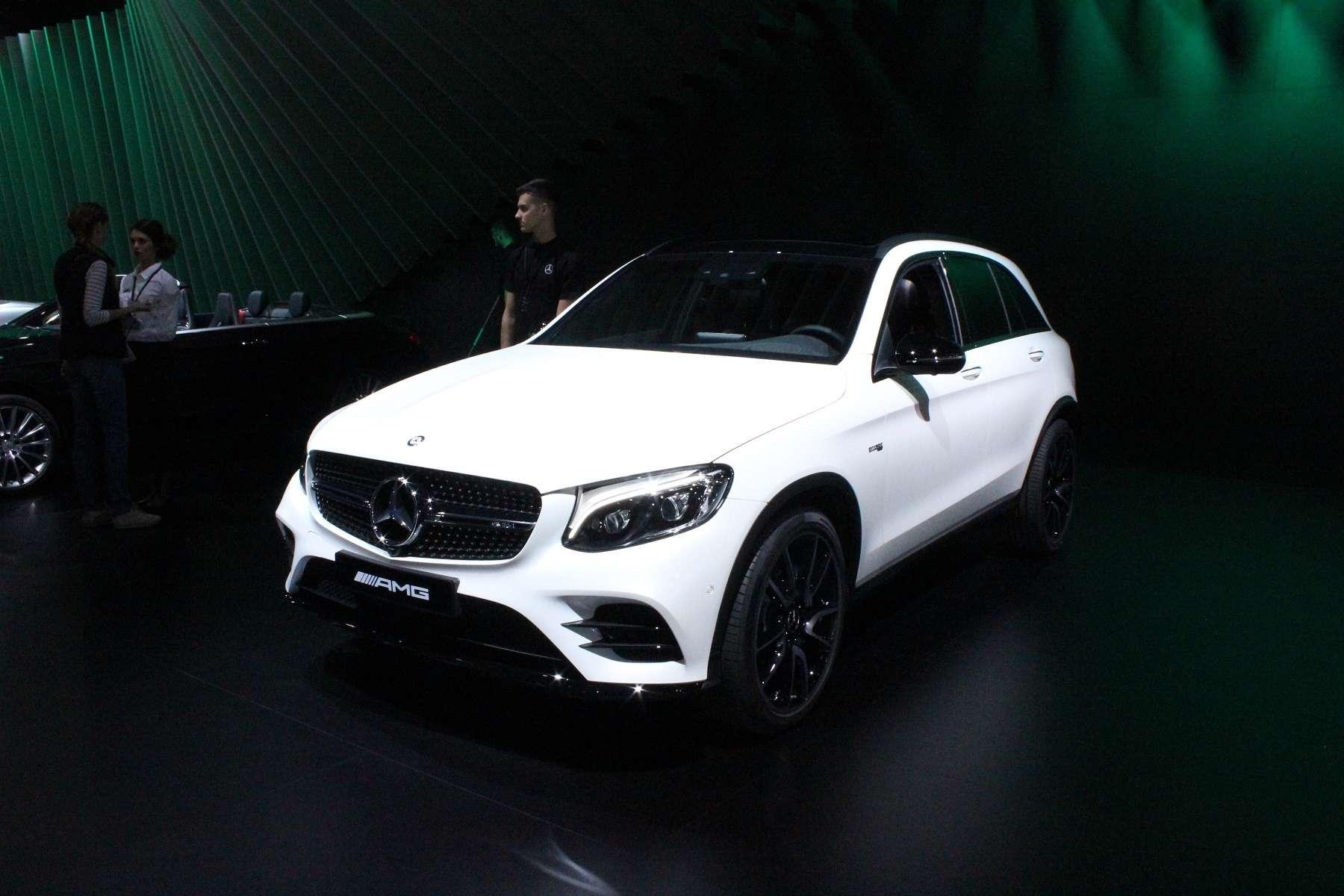 Стенд или шоу-рум: Mercedes-Benz E-класса ивсе-все— фото 624477