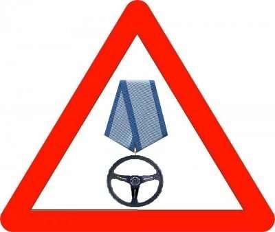 Эскиз знака «Зарулем пожилой водитель»