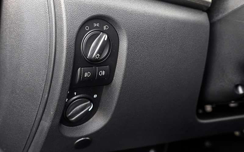 Большой тест обновленных бюджетников: Лада Гранта против Renault Logan