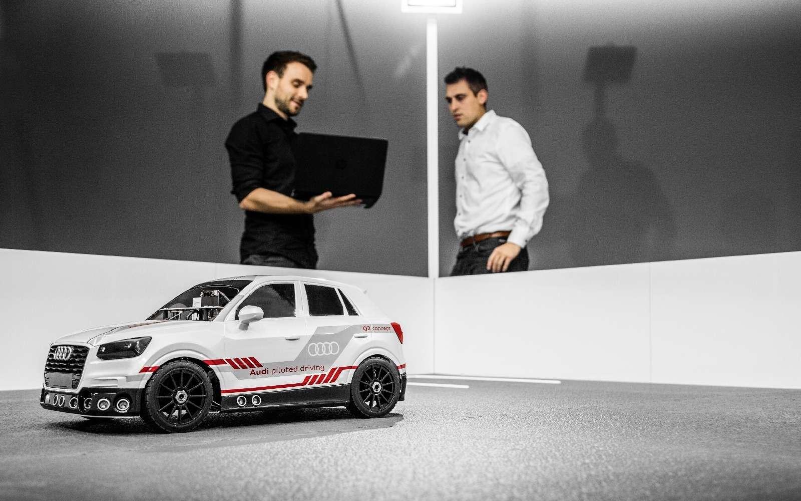 Игры искусственного разума: Audi воспитывает вманеже маленького робота— фото 674044