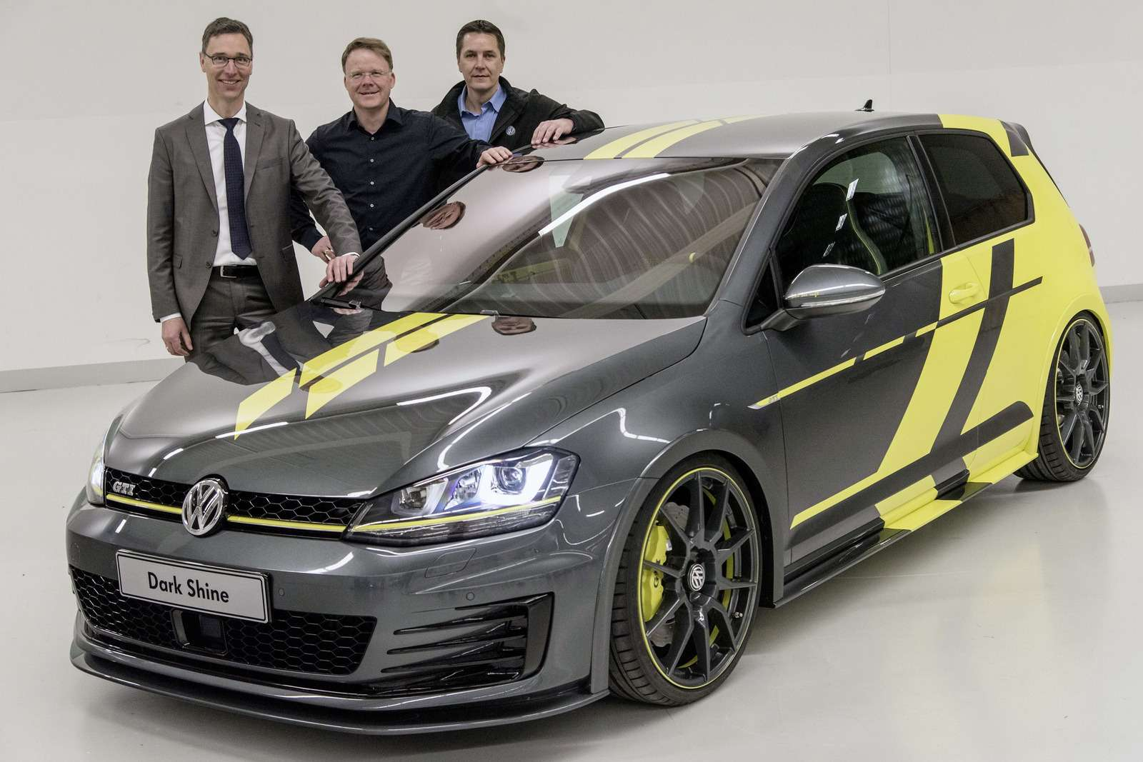 VW-Golf-GTI-Dark-Shine-28