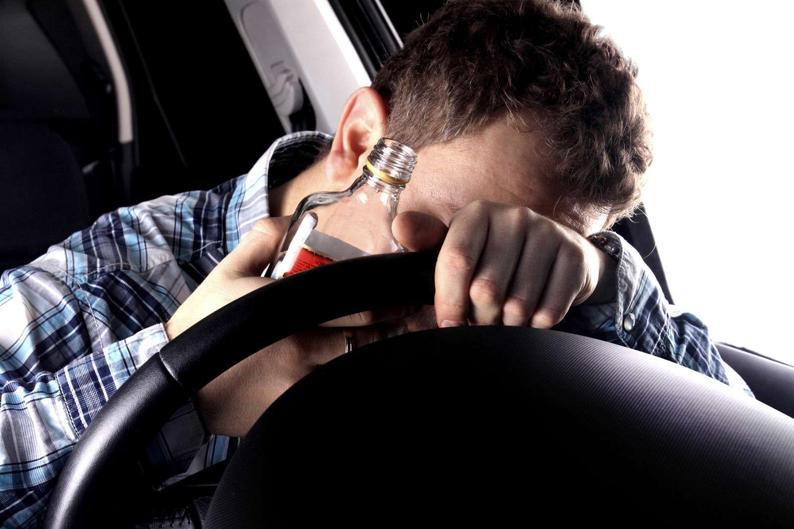 Volvo не даст пьяным водителям управлять автомобилем— фото 958918