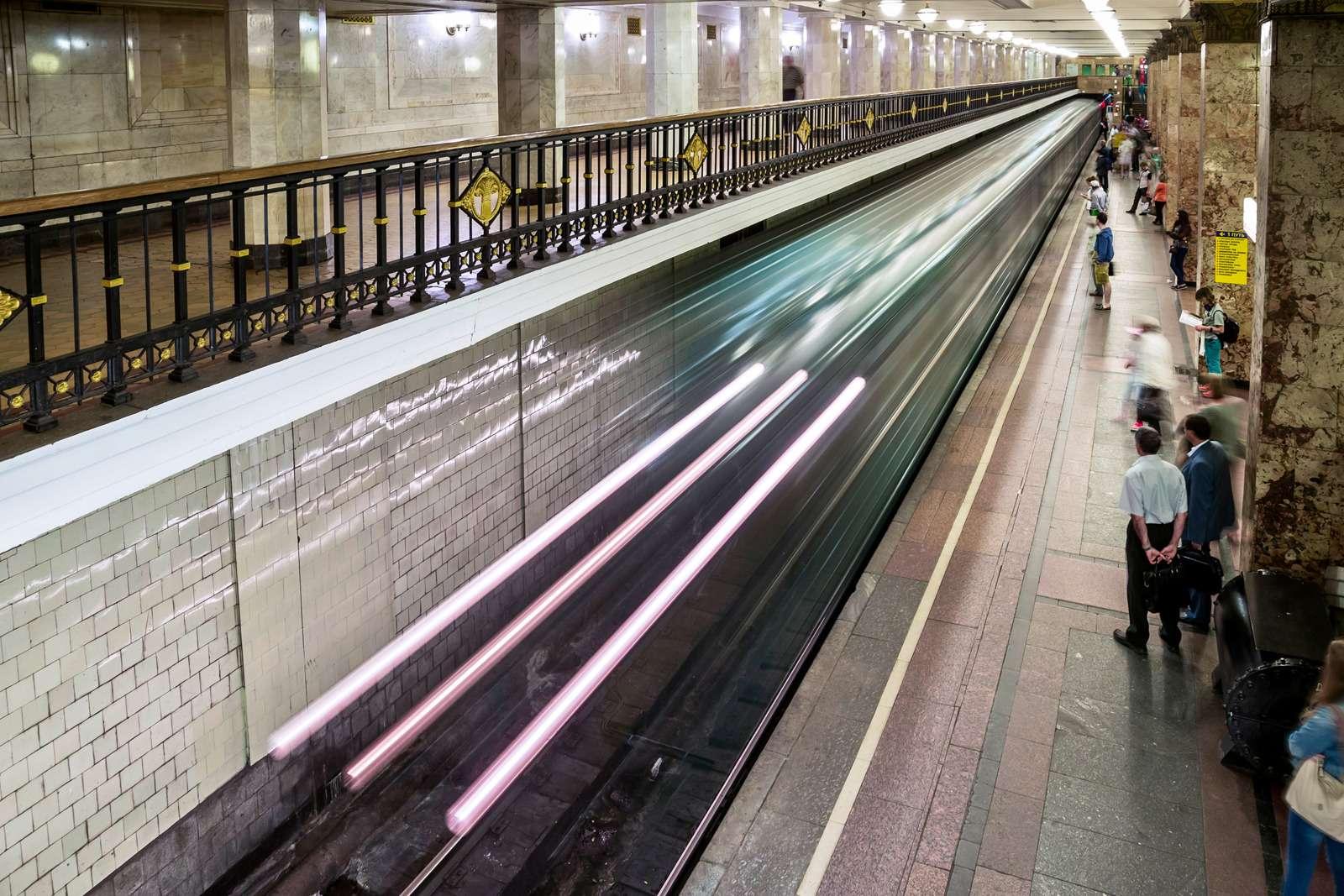 03-Metro_zr-09_15